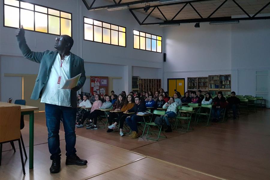 Encuentro de Egueire con los estudiantes del IES Eduardo Pondal de Santiago