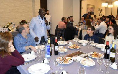 Desire Kouakou explica los proyectos Égueire a más de 150 asistentes a la cena solidaria
