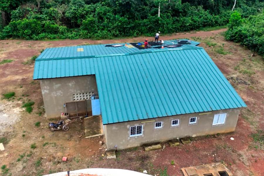 Instalación de placas solares en el centro agropecuario de N`Zida